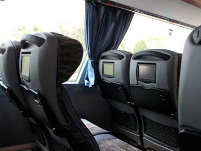 самое безопасное место в автобусе фото