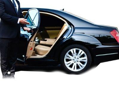 Правила и условия аренды машины с водителем